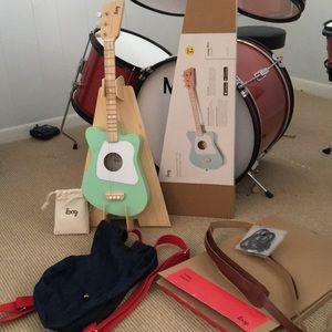 Loog Mini Guitar Green BackPack Case Stand Strap